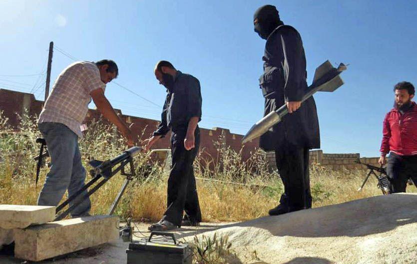 Rebeldes alistan cohetes caseros en la región de Idlib