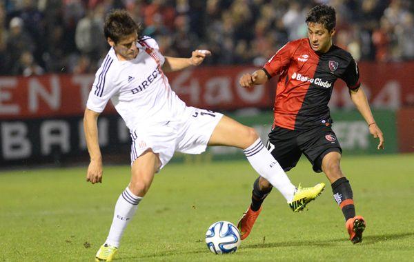 Gallego le dio pelota a Mauricio Tevez, que será titular en Newells