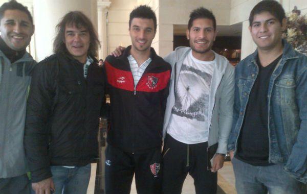 Nacho Scocco recibió el saludo en Mendoza de ex compañeros de las divisiones inferiores leprosas.