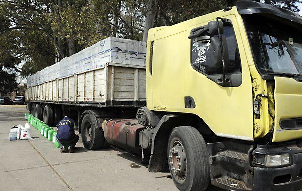 En el depósito allanado la policía halló un camión sobre el cual estaba todo los herbicidas robados.