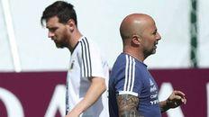 Cómo fue el saludo entre Messi y Sampaoli en el clásico francés