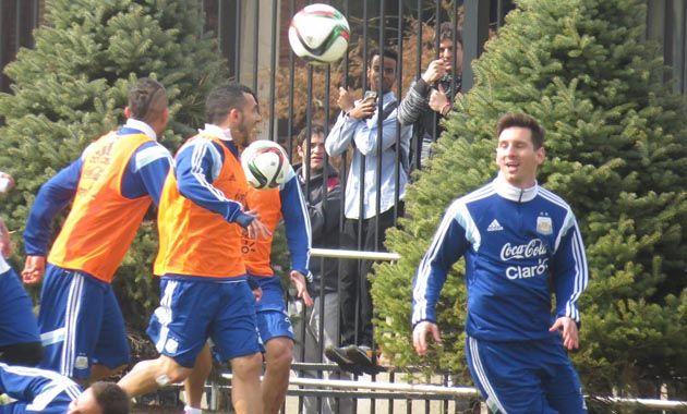 Lionel Messi entrena en el predio de la Universidad de Georgetown. (Foto: AFA)