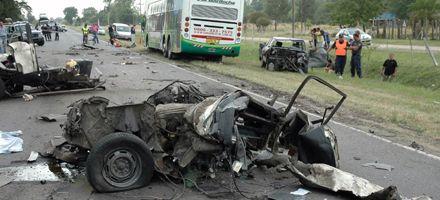 Coronel Brandsen: cinco muertos al chocar un ómnibus, un camión y dos autos