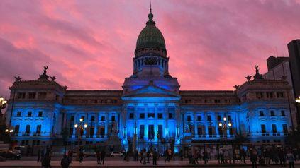 El Congreso, iluminado de azul por el Día Nacional de las Personas Sordas