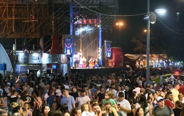 Otros tiempos. El año pasado la Fiesta de Colectividades volvió a congregar a una multitud.