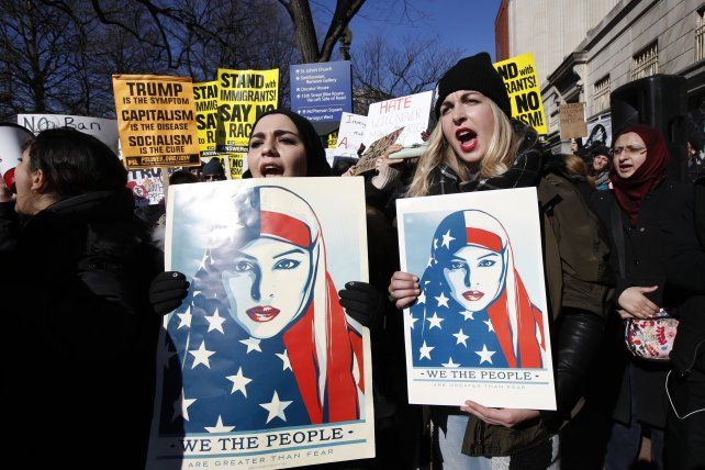 Protestas. Un grupo de jóvenes manifestó ayer en Denver