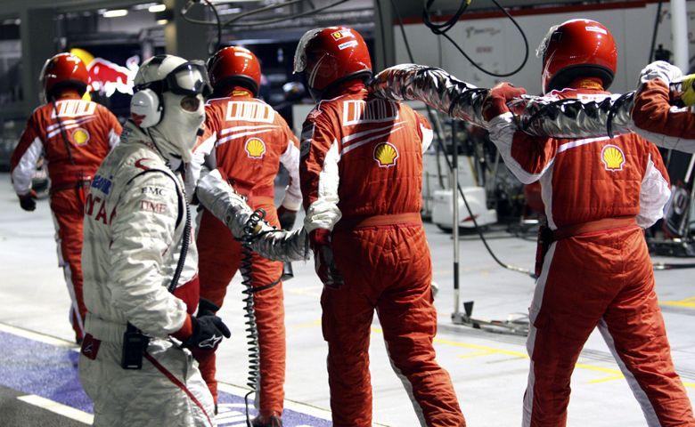 El primer gran premio nocturno de la F1 le dio a Alonso su primer triunfo del año