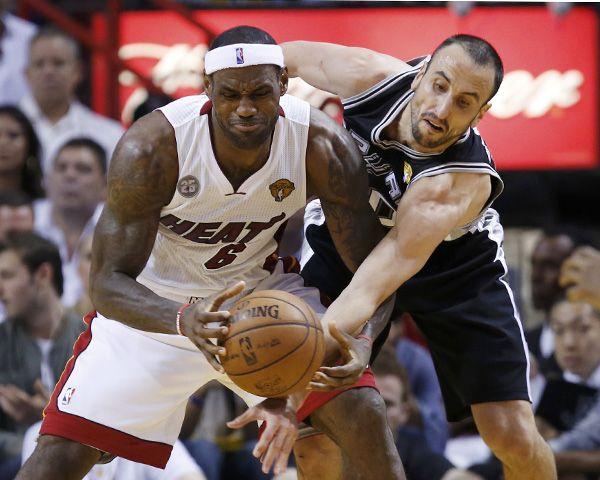 Emanuel Ginóbili aportó 13 puntos para los Spurs. (Foto: AP)
