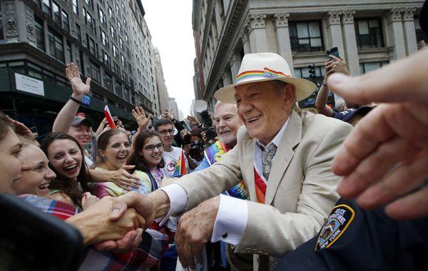 El actor Ian McKellan estuvo en los festejos en Nueva York.