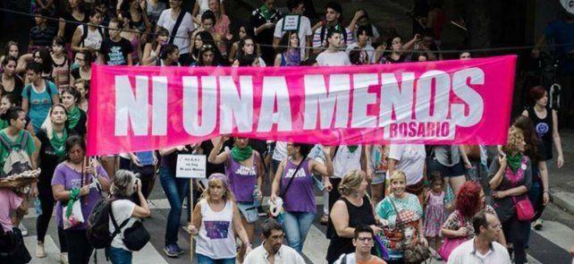 El lema Ni una menos. Vivas y libres nos queremos.