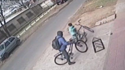 Un nene se robó una bicicleta incentivado por el padre en zona oeste