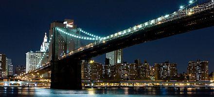 El famoso puente de Brooklyn cumple 125 años