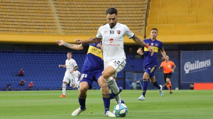 Scocco jugó pocos minutos contra Boca y debió salir lesionado. No volverá a participar del torneo.