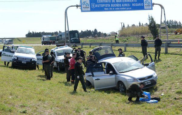 Los delincuentes emprendieron la huida en un Ford Focus y fueron interceptados en la A012. (Foto: S.Salinas)
