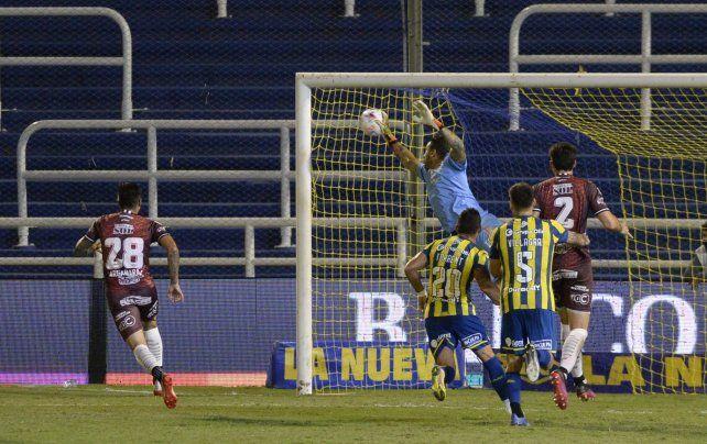 Central perdió dos puntos sobre la hora ante los santiagueños.