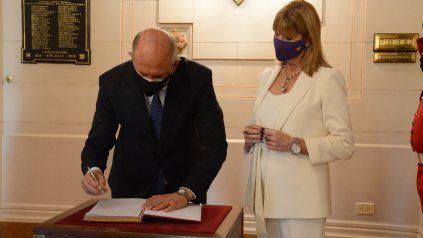 Perotti (gobernador) y Rodenas (vice) integran las listas para la Cámara alta nacional.