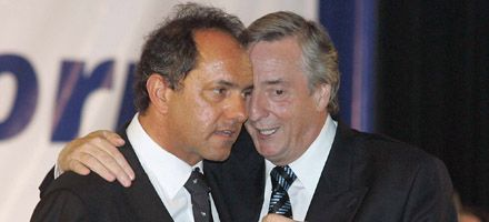 Kirchneristas y radicales polemizan por la posible candidatura de Scioli