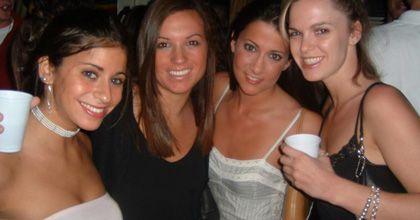 Un estudio sostiene que las mujeres muy bellas atontan a los hombres