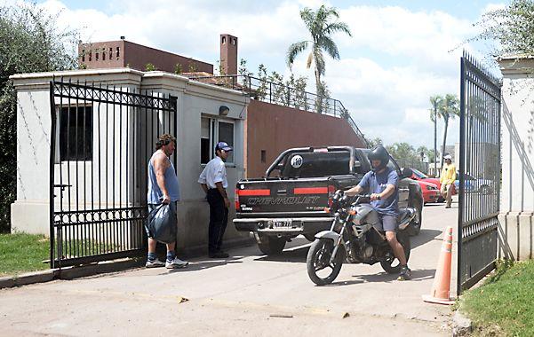 Portón 2. Por allí habrían ingresado los ladrones la madrugada de ayer cuando en el lugar no había guardias. (foto: Enrique Rodríguez Moreno)