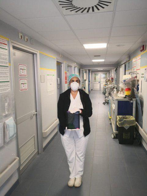 Mariana, en el hospital en el que trabaja en Italia.