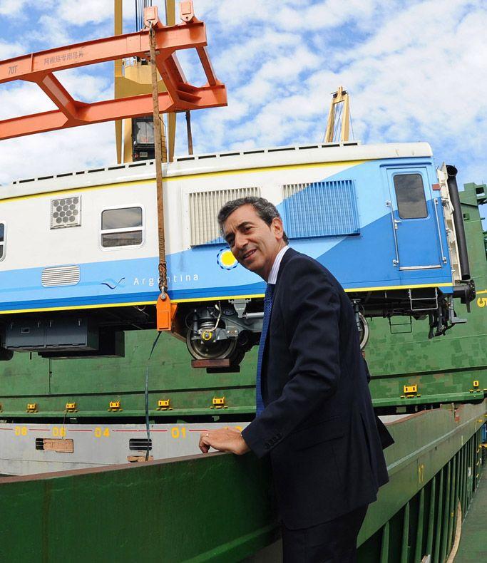 Randazzo presenció el lunes la llegada de coches chinos.
