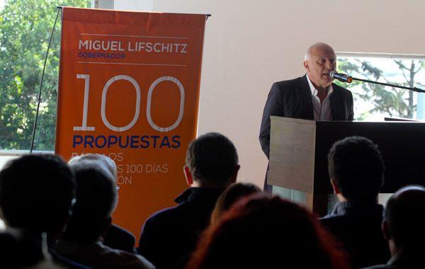 El ex intendente de Rosario y actual senador provincial presentó sus propuestas.