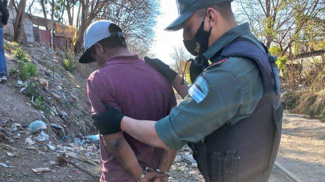 Apresaron a un vendedor de droga en barrio Alvear y secuestraron cocaína