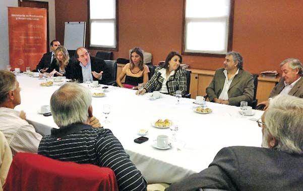 Suelo industrial. La intendenta Fein presentó ante empresarios los avances del proyecto de zonas industriales.