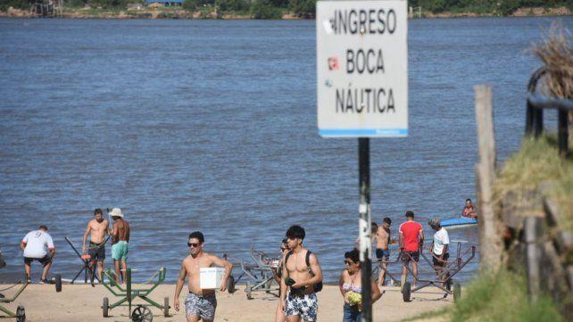 Mucha gente fue sin barbijo a la costa norte de la ciudad.