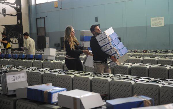 A las urnas. La Corte Electoral ultima los preparativos para la votación.