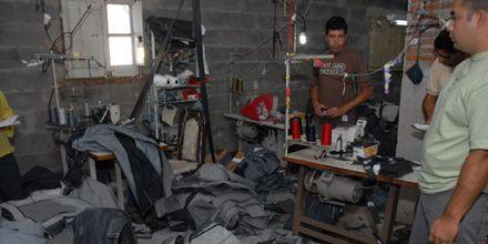 Desbaratan un taller textil donde trabajaban 14 extranjeros ilegales