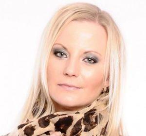 La bella actriz noruega se alejó de la Cienciología en 2010.