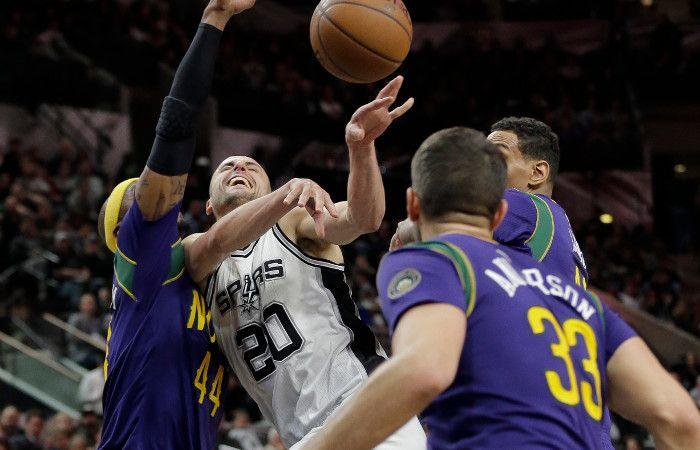 El argentino de los Spurs sufrió un golpe en los testículos que lo dejará al menos un mes sin jugar.