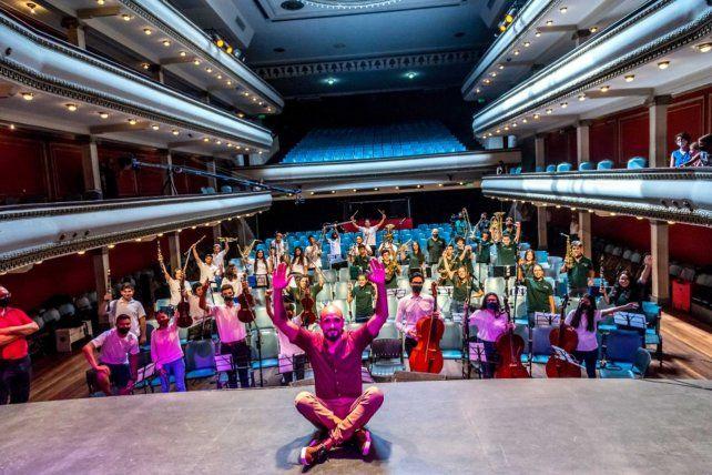 Abel Pintos sorprendió a chicos rosarinos de las orquestas infanto juveniles