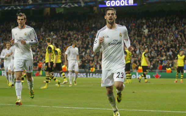 Isco (delante) acaba de marcar el segundo gol merengue mientras Bale