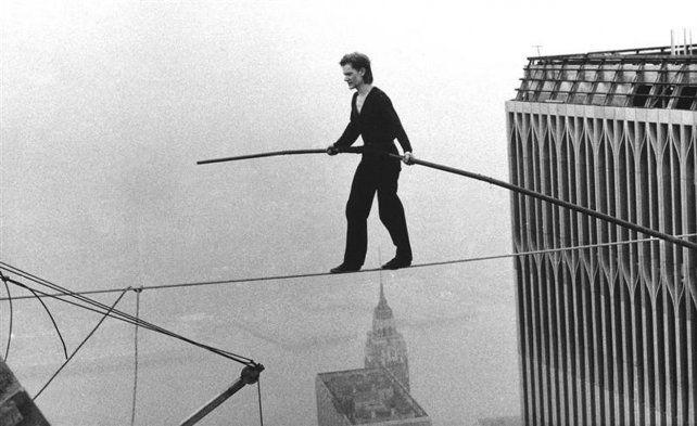 La hazaña. Philippe Petit camina por una cuerda entre las Torres Gemelas
