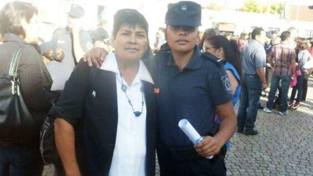 Ivana Bogado (derecha) es una de las jóvenes que aparece en el video.