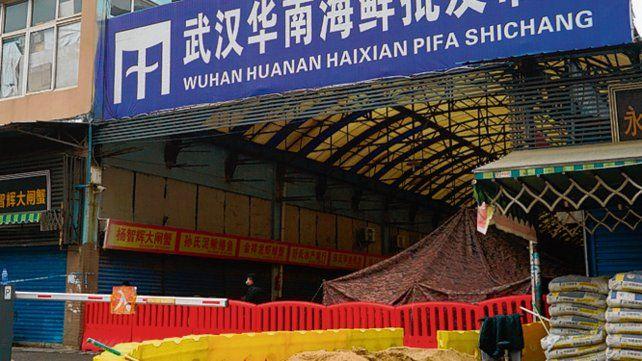 Origen. El mercado de mariscos de Wuhan donde se dice que surgió el brote.