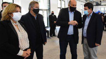 El gobernador Omar Perotti y el ministro de Desarrollo Social, Daniel Arroyo, anunciaron convenios de obras para barrios populares. En la recorrida se sumó el senador Roberto Mirabella.