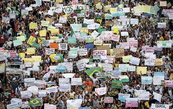El gigante despertó. Los brasileños no dieron señales de bajar los brazos y continuaron protestando.