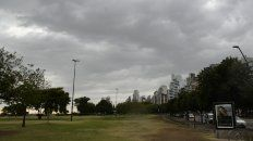 Cayeron algunas gotas en Rosario, pero el calor seguirá por varios días.