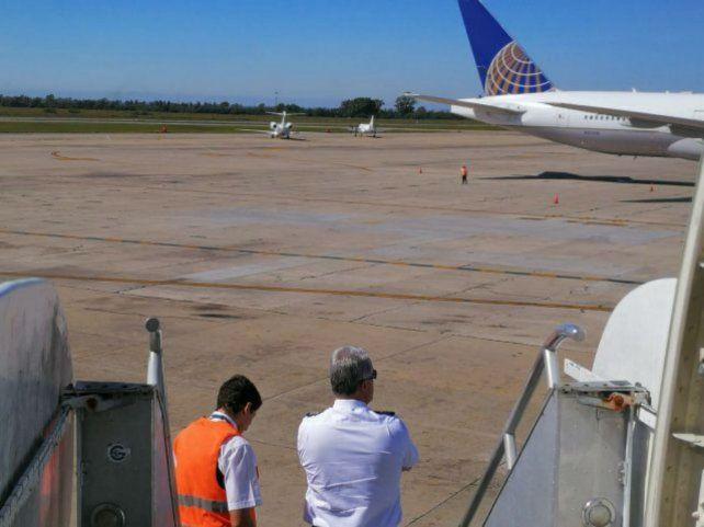 Confuso. El piloto del vuelo proveniente de Miami esperaba un relevo.