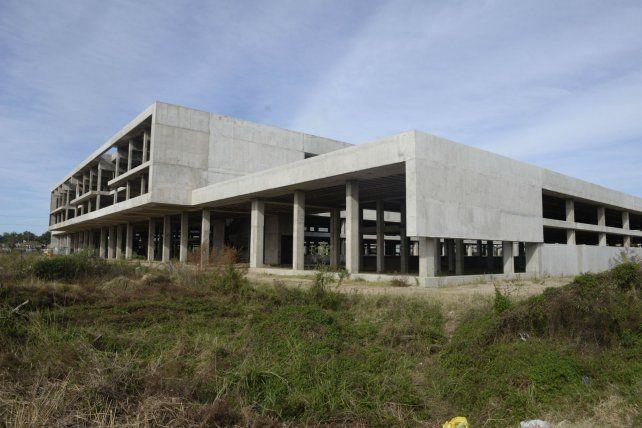 La estructura edilicia que asoma en el límite entre Rosario y Villa Gobernador Gálvez. Cuando se concluya