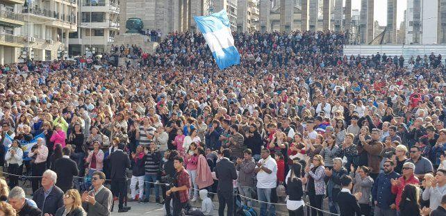 Iglesias evangélicas cristianas de Rosario se convocaron en el Monumento para orar por la Argentina