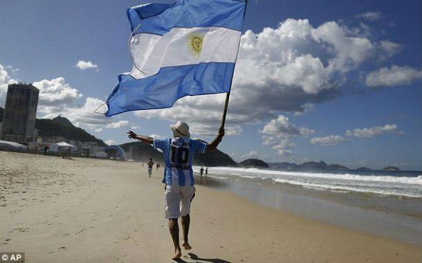 Fanáticos. Los argentinos fueron los únicos extranjeros que permanecieron en Brasil durante todo el campeonato.