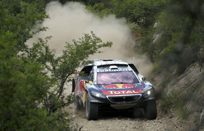 El Peugeot de Sebastien Loeb transita los caminos entre San Juan y Villa Carlos Paz.