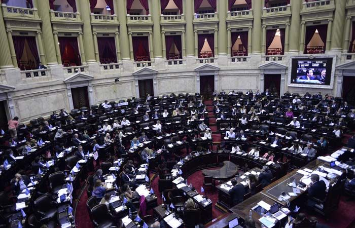 El Congreso votó esta mañana tras una sesión que arrancó ayer al mediodía.