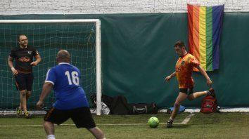La bandera del arco iris presidió todas la competencias del futsal en el Complejo Green.
