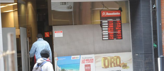 El dólar oficial en alza. Las estimaciones para el blue son a la baja. (Foto: Sebastián Suárez Meccia)