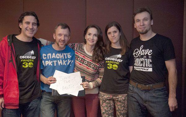 Para la libertad. Los argentinos Hernán Pérez Orsi (izq.) y Camila Speziale (cuarta) junto a otros militantes.